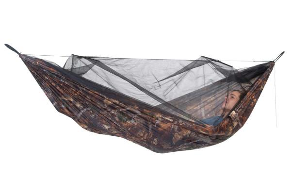 Moskito Traveller Explorer von AMAZONAS ist eine Leichthängematte in Tarnoptik mit komfortablem Moskitonetz